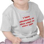 La camisa del niño divertido