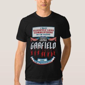 La camisa oscura de las mujeres de la campaña de