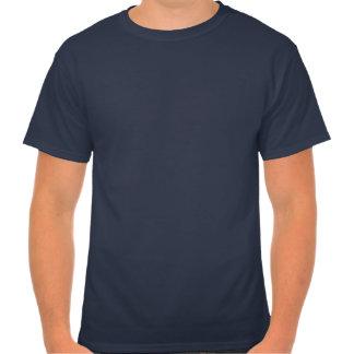 La camiseta alta de los hombres consigue un apretó