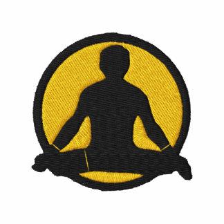 La camiseta bordada de los hombres de la yoga