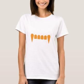 La camiseta cabida de las mujeres anaranjadas de
