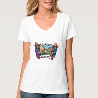 La camiseta con cuello de pico de las mujeres