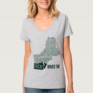 La camiseta con cuello de pico de las mujeres remeras