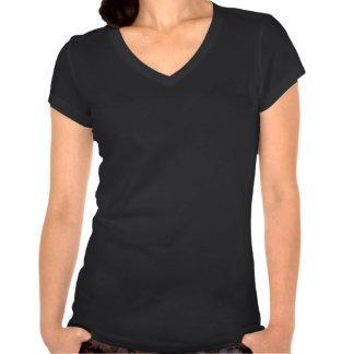 La camiseta con cuello de pico rosada blanca de la