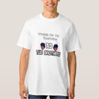 La camiseta de dos de los hermanos hombres del