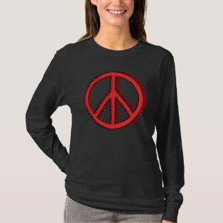 La camiseta de la mujer roja del signo de la paz