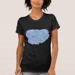 La camiseta de las mujeres con AMOR por el diseño