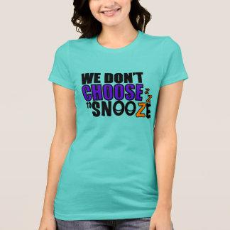 La camiseta de las mujeres de la cabezada