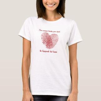 La camiseta de las mujeres de la huella dactilar