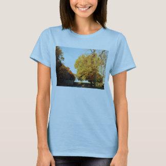 La camiseta de las mujeres de la puesta del sol de