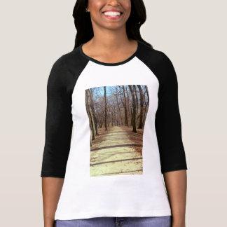 La camiseta de las mujeres de la tarde del inviern