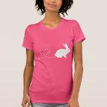 La camiseta de las mujeres del conejo del corazón