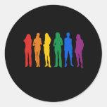La camiseta de las mujeres del orgullo gay etiqueta