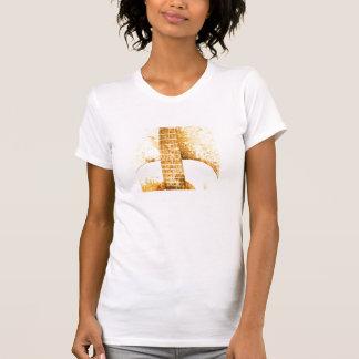 La camiseta de las mujeres del oro de la guitarra
