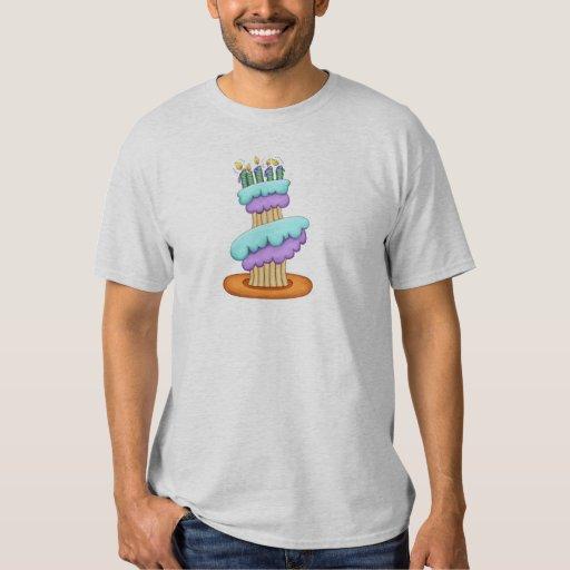 La camiseta de los hombres apilados de la camisas