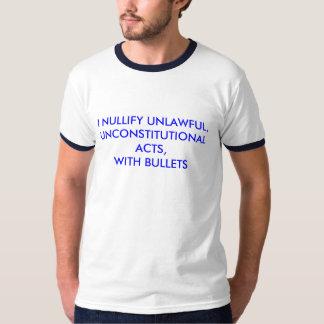 La camiseta de los hombres con mí anulo ilegal