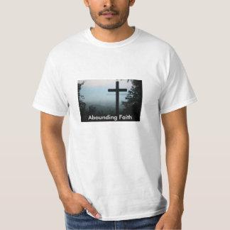 La camiseta de los hombres cruzados de abundancia playera