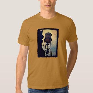 La camiseta de los hombres de la torre de agua de poleras