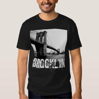 La camiseta de los hombres de puente de Brooklyn Camisas