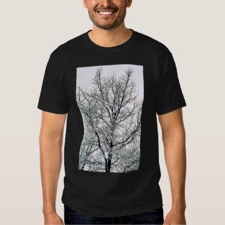 La camiseta de los hombres del árbol del invierno remeras