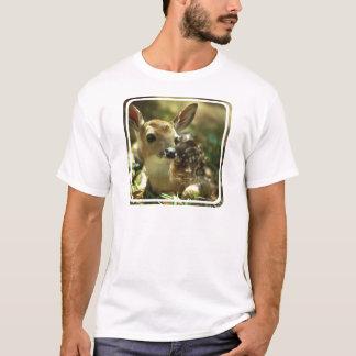 La camiseta de los hombres del cervatillo
