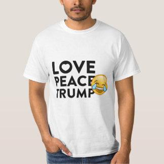 La camiseta de los hombres divertidos del triunfo playeras