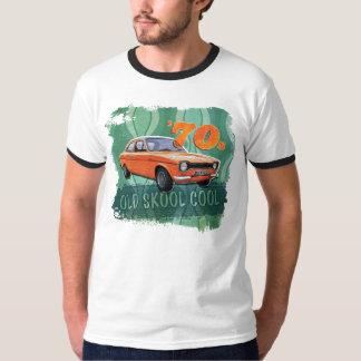 La camiseta de los hombres icónicos del coche de camisas