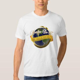 La camiseta de los hombres polera