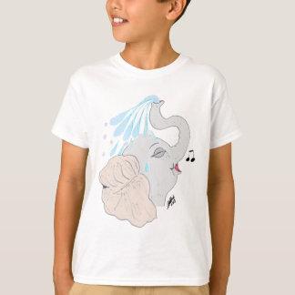 La camiseta de los niños de la ducha del elefante
