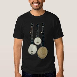 La camiseta de manga corta oscura de 3 hombres de playeras