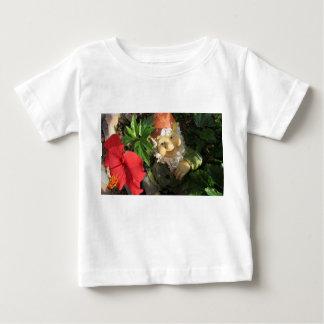 La camiseta de un niño (24mo.) Con un gnomo y una