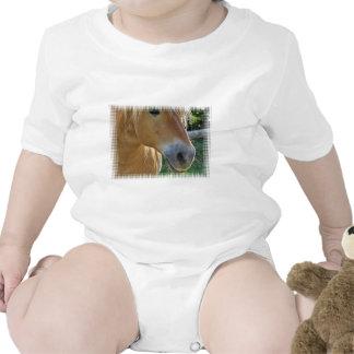 La camiseta del bebé del Palomino
