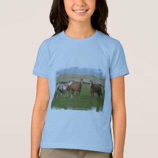 La camiseta del caballo del chica cuarto de la