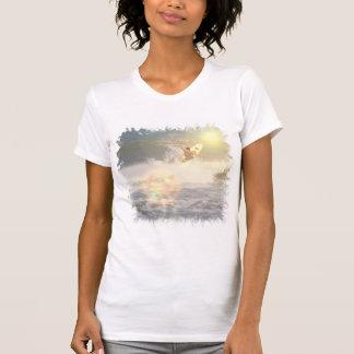 La camiseta del chica de la persona que practica