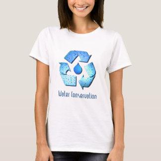 La camiseta del chica de la protección de agua