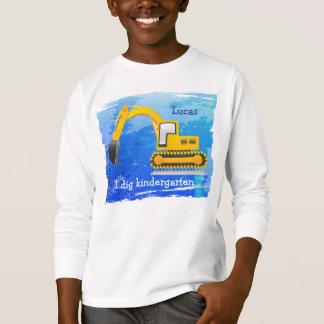 La camiseta del niño de la retroexcavadora