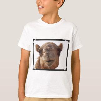 La camiseta del niño del camello