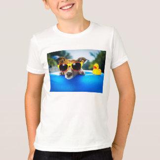 La camiseta del niño del perro y del pato