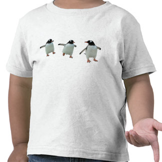 La camiseta del niño del pingüino del baile