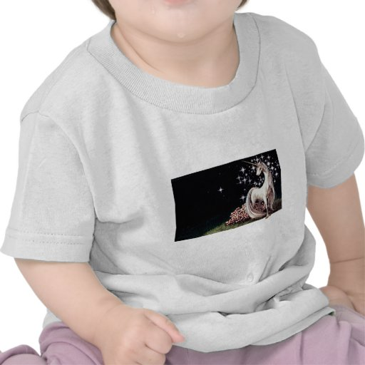 La camiseta del niño del unicornio