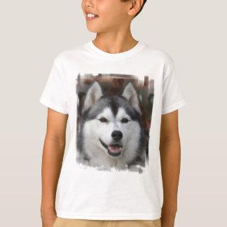 La camiseta del niño fornido del perro