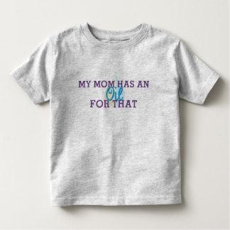 La camiseta del niño mi mamá tiene un aceite para playera
