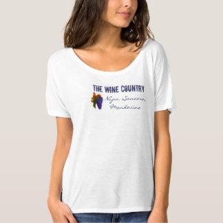 La camiseta del país vinícola con la uva púrpura