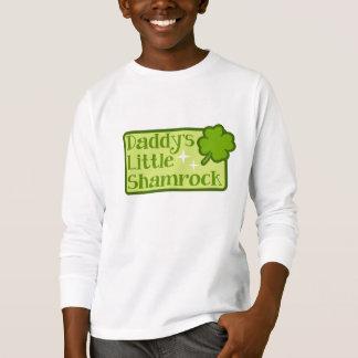 La camiseta del pequeño niño del trébol del papá