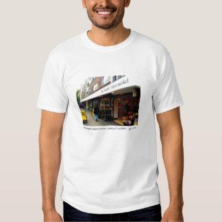 La camiseta del supermercado de la gente playera