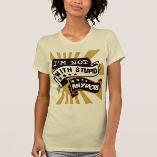 la camiseta divertida del lema, más allá del amor,