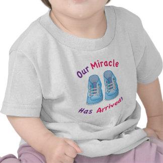 la camiseta infantil del muchacho