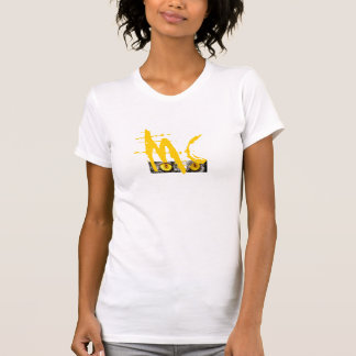 La camiseta menuda de las mujeres del mismo tamaño