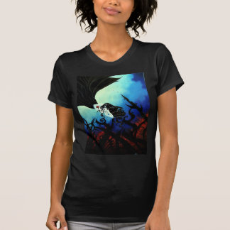 La camiseta negra básica de las mujeres