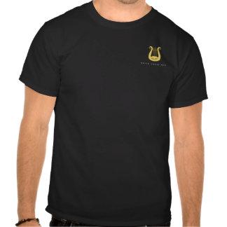La camiseta negra de los hombres playeras